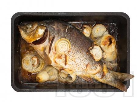 Пълнен шаран с праз лук, гъби, домат и орехи за Никулден печен на фурна - снимка на рецептата